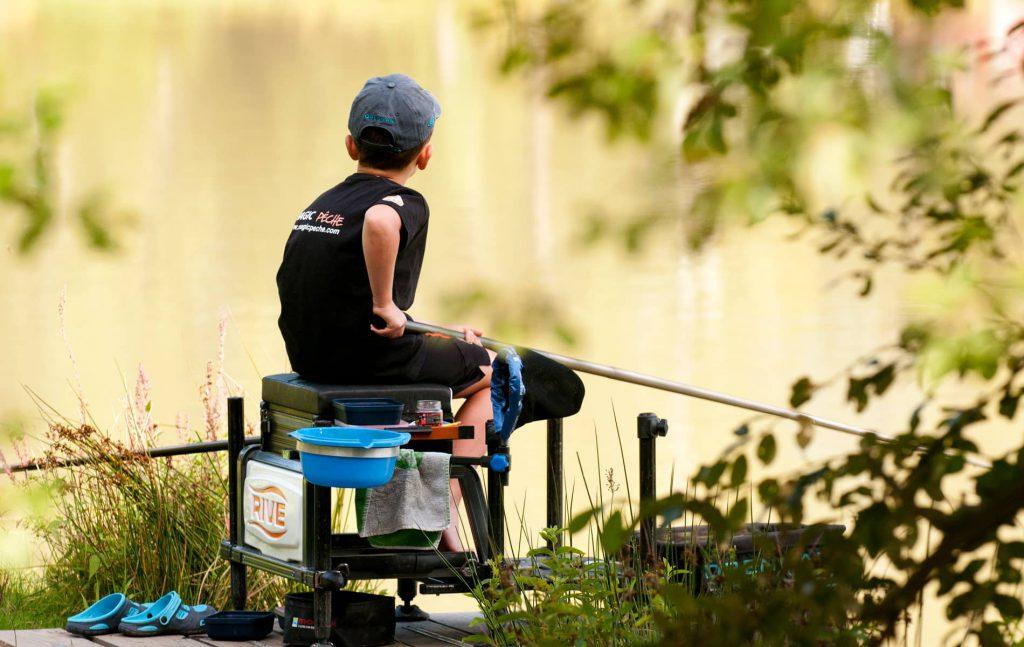 Jeune pêcheur au coup