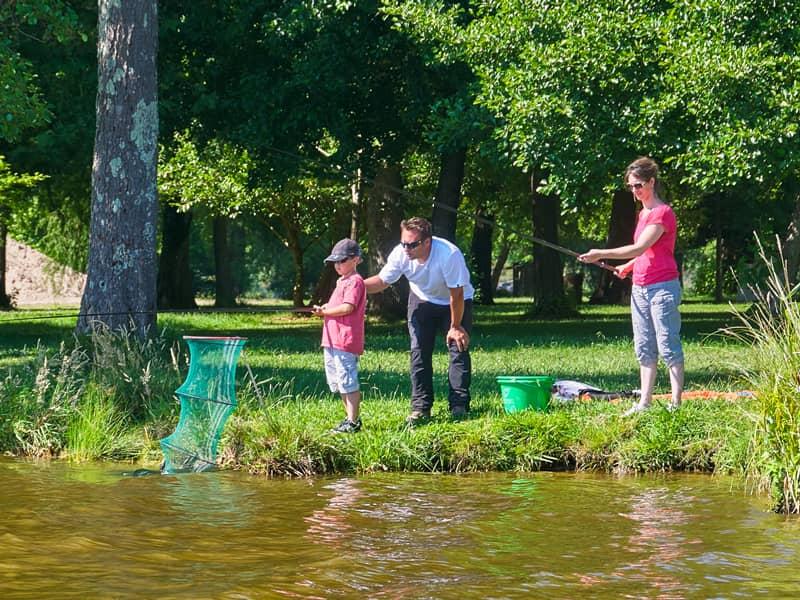Partie de pêche au coup en famille