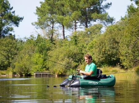pecheur en float-tube sur l'étang de Moïsan