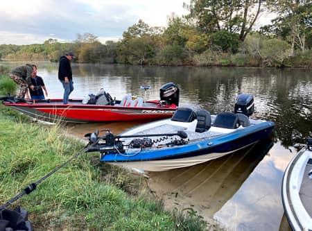 bass boats sur le lac de parentis biscarrosse